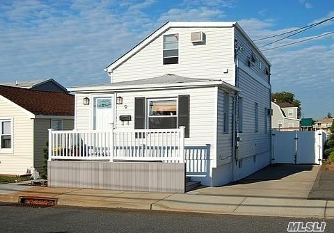 9 8th Ave, E Rockaway, NY 11518