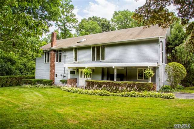 536 Cold Spring Rd, Laurel Hollow, NY 11791