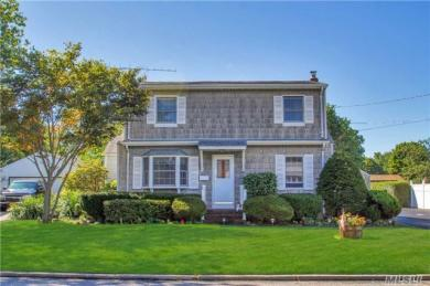 42 Harris St, Patchogue, NY 11772