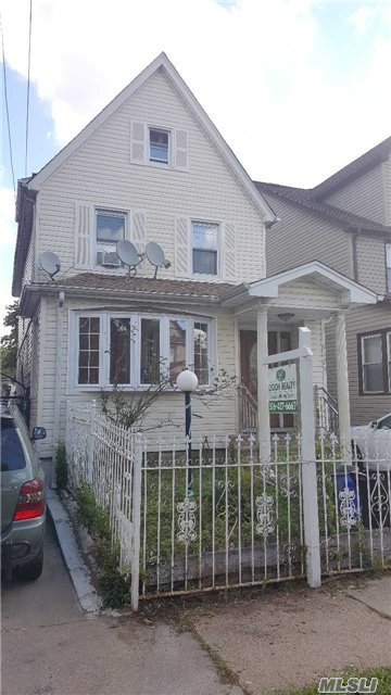 90-29 211th St, Queens Village, NY 11428