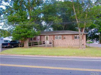 31 Buckley Rd, Patchogue, NY 11772