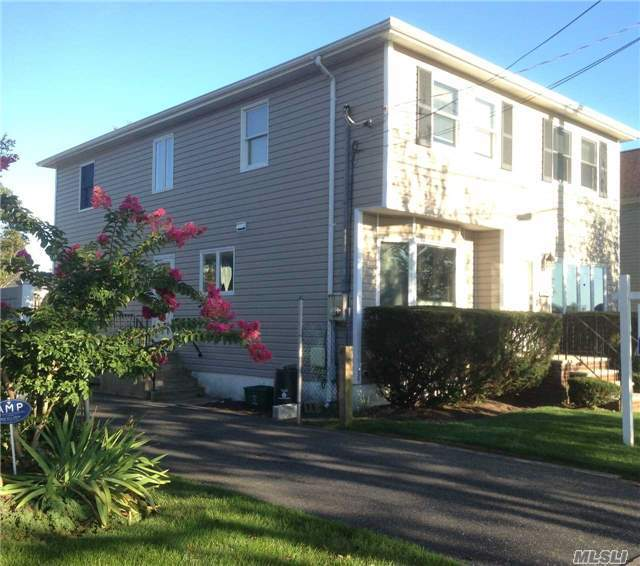 2453 Bellaire St, Wantagh, NY 11793