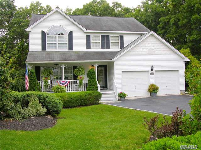 159 Great Rock Dr, Wading River, NY 11792