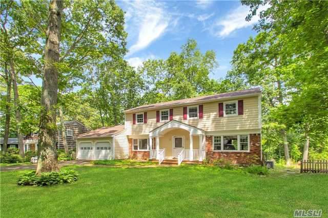 9 Highwoods Ct, St James, NY 11780
