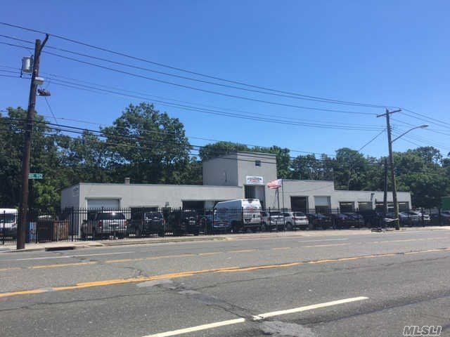 211 Medford Ave, Patchogue, NY 11772