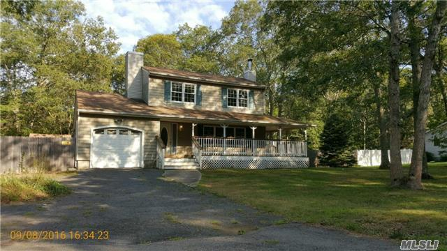 1 Flicker Dr, Middle Island, NY 11953