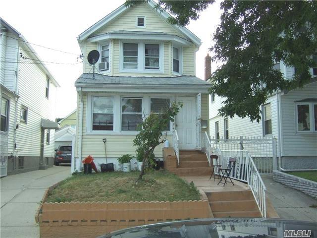 93-36 208th St, Queens Village, NY 11428