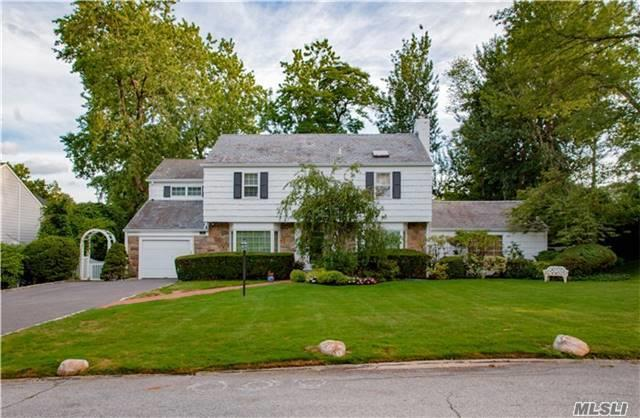 14 Meadow Woods Rd, Great Neck, NY 11020