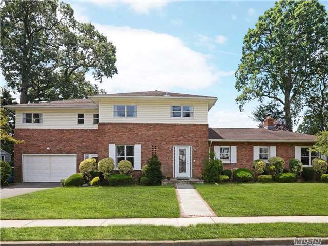 118 Andover Rd, Rockville Centre, NY 11570