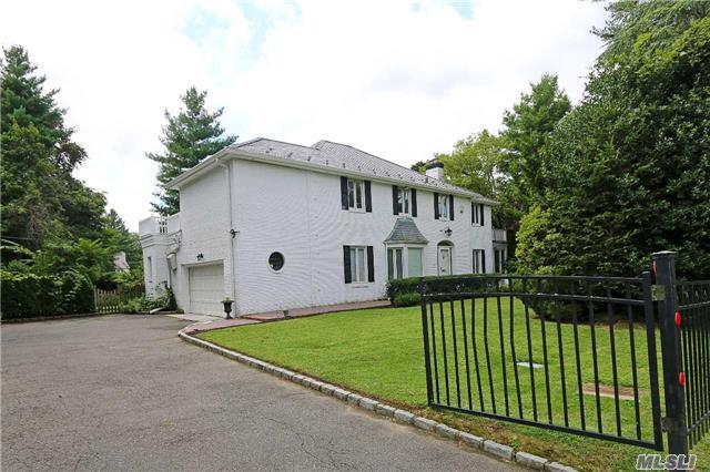 124 Old Mill Rd, Great Neck, NY 11023