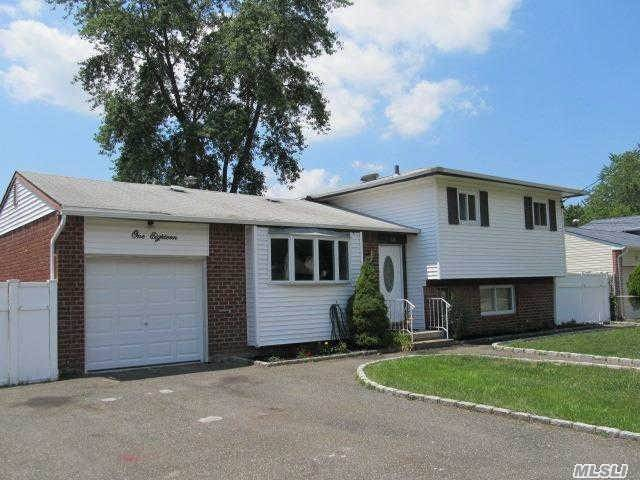 118 W 24th St, Deer Park, NY 11729