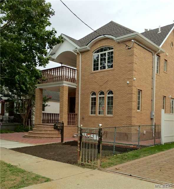 81-30 260th St, Floral Park, NY 11004