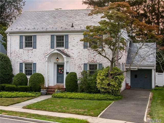 28 Amherst Ct, Rockville Centre, NY 11570