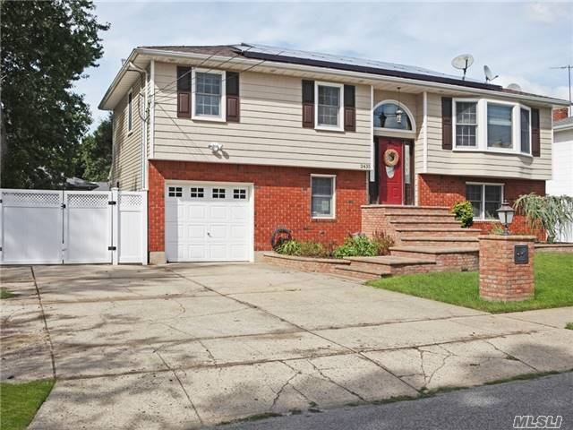 2435 6th Ave, East Meadow, NY 11554