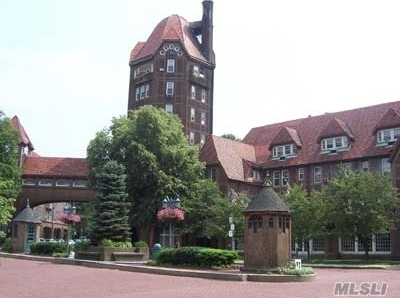 10 Station Square, Forest Hills, NY 11375