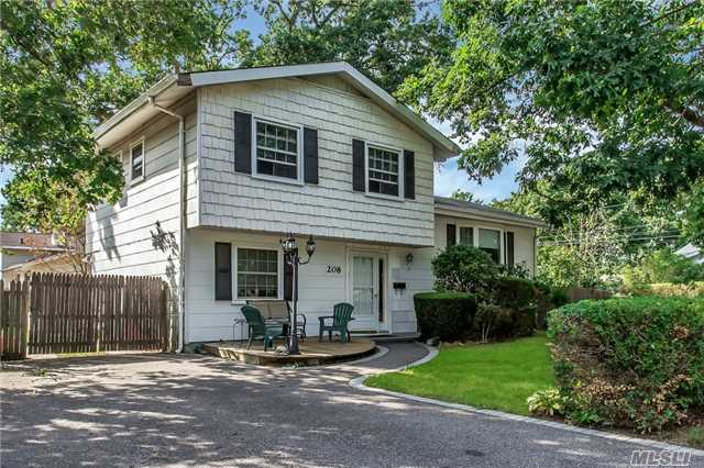 208 Broadway Ave, Brentwood, NY 11717