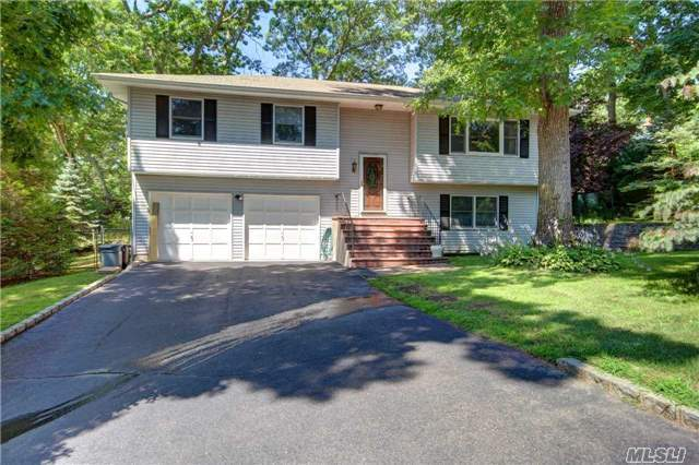 30 Garland Rd, Rocky Point, NY 11778