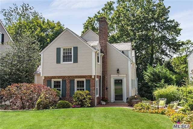 13 Briarcliff Dr, Port Washington, NY 11050