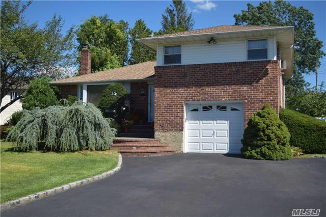 84 Beverly Pl, Levittown, NY 11756