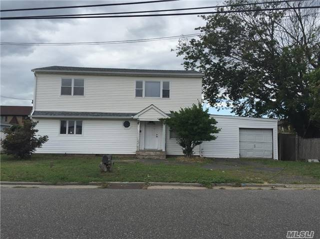 320 West Dr, Copiague, NY 11726