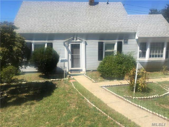 245 Division Ave, Levittown, NY 11756