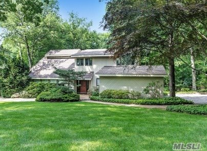 3 Riverview Ter, Smithtown, NY 11787