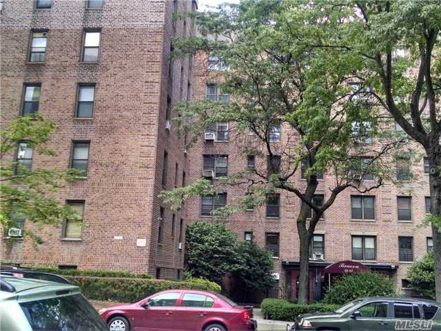 83-05 98 St #4t, Woodhaven, NY 11421