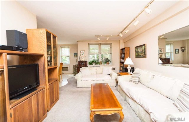 3901 Independence Ave #3m, Out Of Area Town, NY 10463