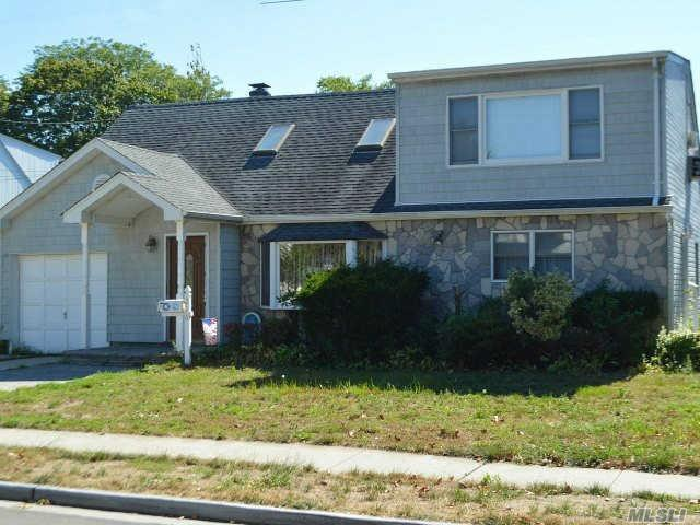 216 Chance Dr, Oceanside, NY 11572