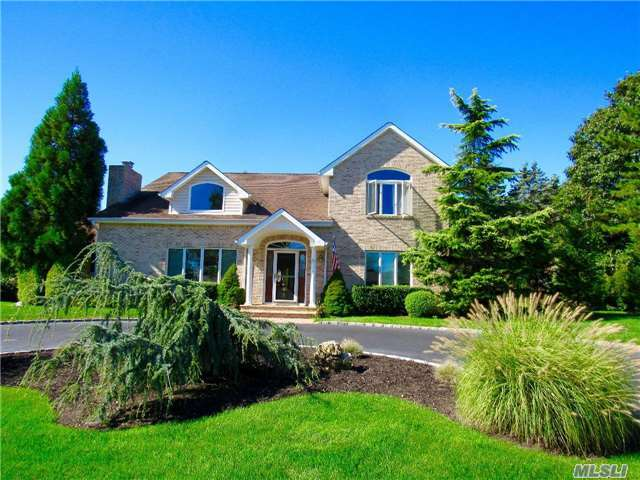 88 Pine Edge Dr, East Moriches, NY 11940
