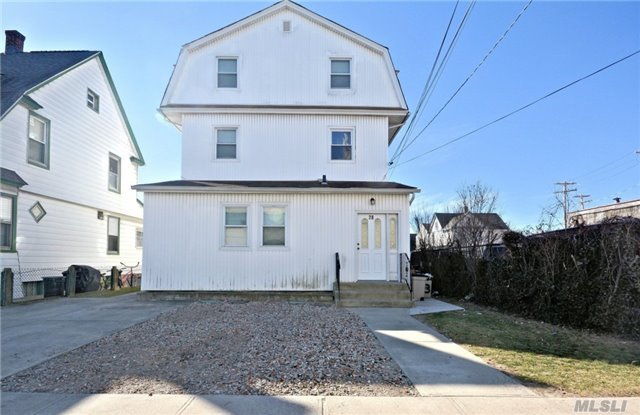 28 Brooklyn Ave, Valley Stream, NY 11581