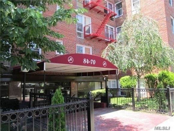 Listed by Gigi. SPONSOR UNIT 1Br Co-op, must see !!