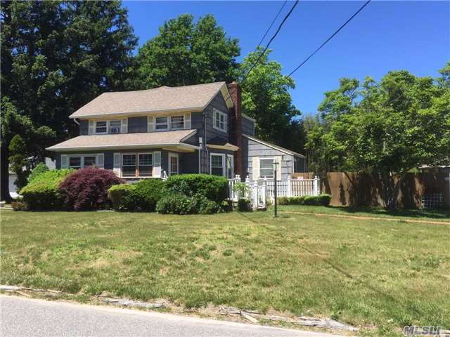 35 Hallock Rd, Patchogue, NY 11772