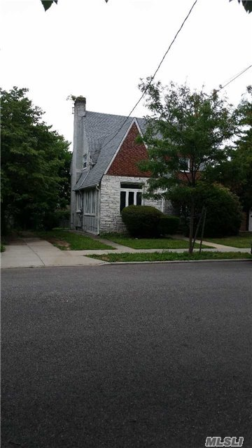 112-12 68 Rd, Forest Hills, NY 11375