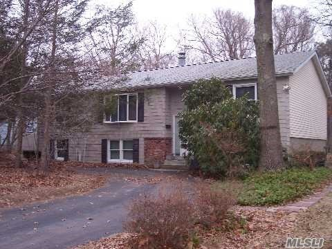 15 Forest Ln, Coram, NY 11727