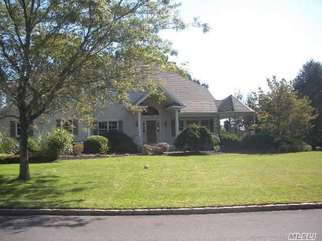 172 Michaels Ln, Wading River, NY 11792