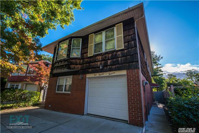 200-18 Pompeii Ave, Holliswood, NY 11423