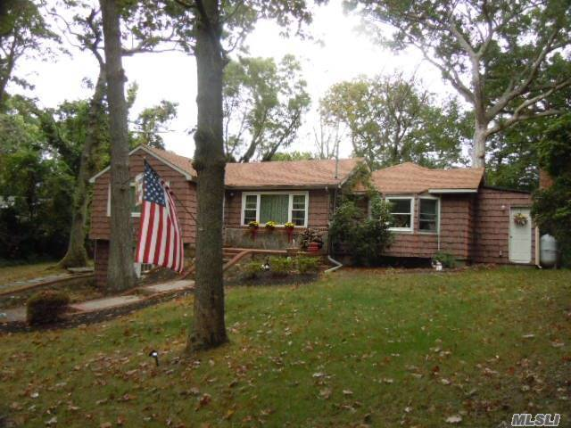 5 Eastview Dr, Miller Place, NY 11764
