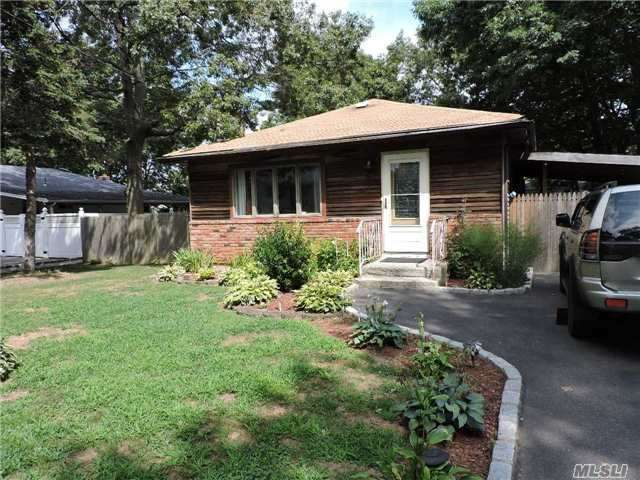 69 Studley St, Brentwood, NY 11717
