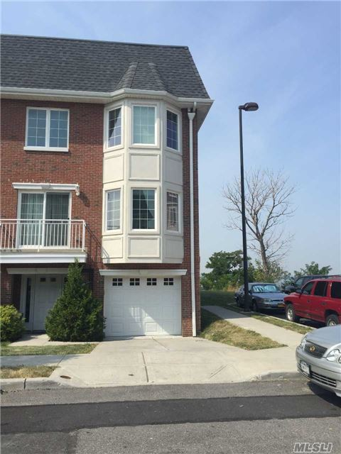3-02 Soundview Ln #B, College Point, NY 11356