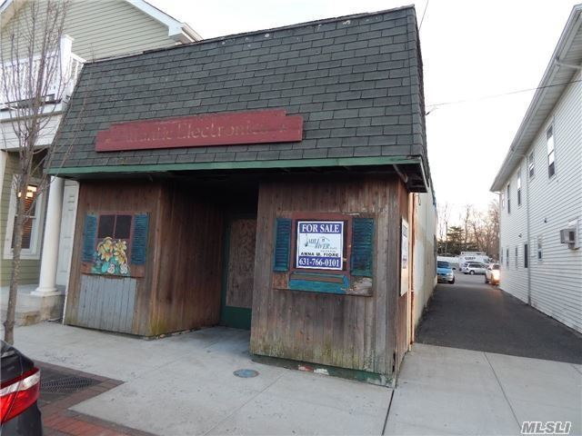 390 Main St, Center Moriches, NY 11934