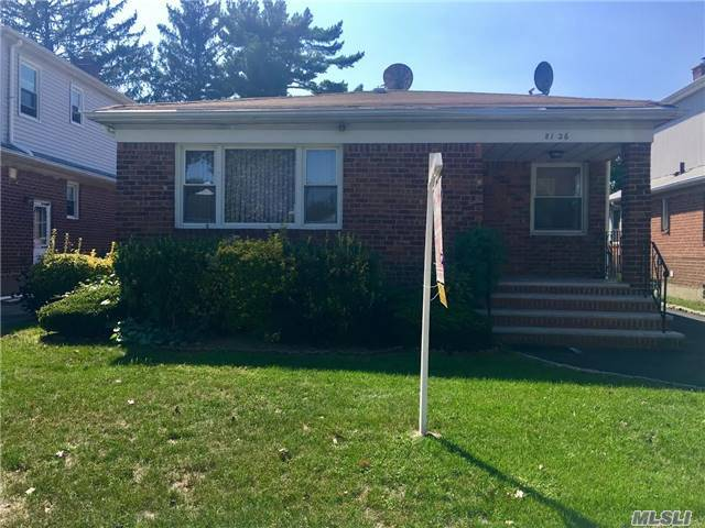 81-26 254th St, Floral Park, NY 11004