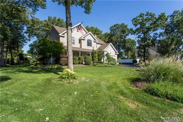 22 Foxrun Ct, Pt Jefferson Sta, NY 11776