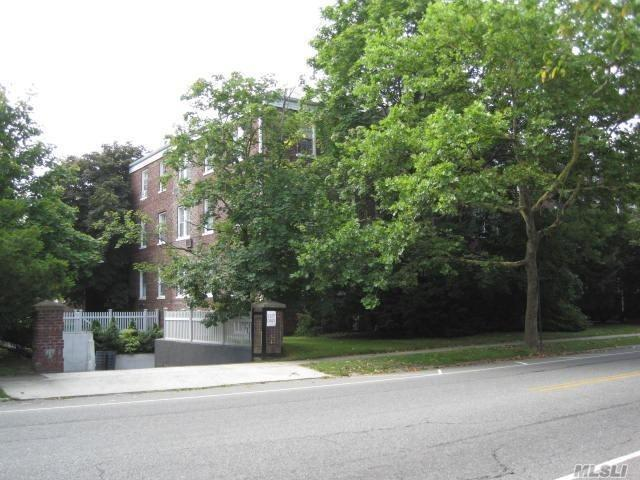 1 Meadow Dr #2f, Woodmere, NY 11598