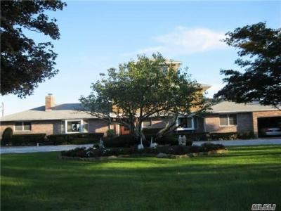 Photo of 5 Dietz Pl, Blue Point, NY 11715