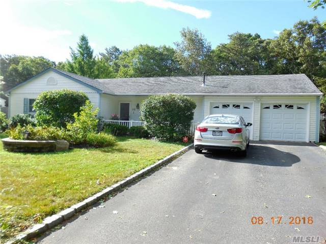 14 Cullen Ln, Middle Island, NY 11953