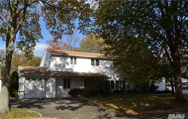 10 Evelyn Dr, Commack, NY 11725