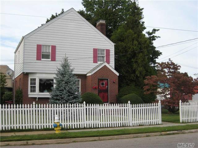2243 Roosevelt Ave, East Meadow, NY 11554