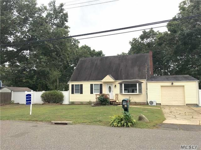 32 Aster Ave, Holtsville, NY 11742
