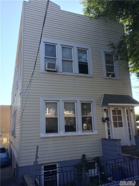 2724 Matthews Ave, Out Of Area Town, NY 10467